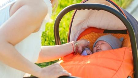 赤ちゃんの散歩はいつから大丈夫?