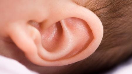赤ちゃんの耳のイヤな臭いについて