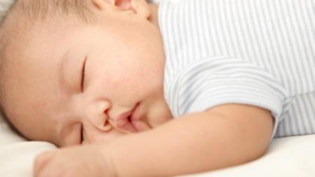 横向きからのうつぶせ寝のリスク