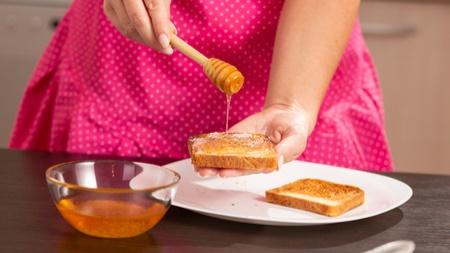 授乳中のお母さんがはちみつを食べるメリット