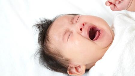睡眠中に赤ちゃんがむせる原因について