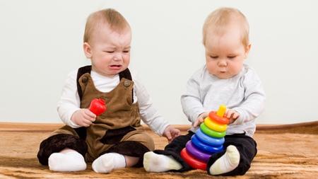 1歳3ヶ月 暴力 他の赤ちゃんを叩く