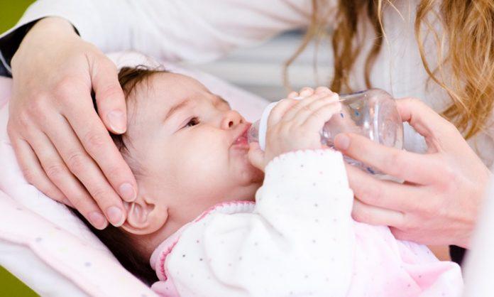 赤ちゃんに湯冷ましをあげるとき知っておきたいこと