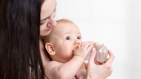 赤ちゃんに湯冷ましを飲ませるのはどんなとき?
