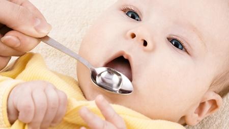 ミルク栄養の赤ちゃんに湯冷ましをあげる際のポイント