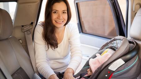 赤ちゃんを車に乗せるときの注意