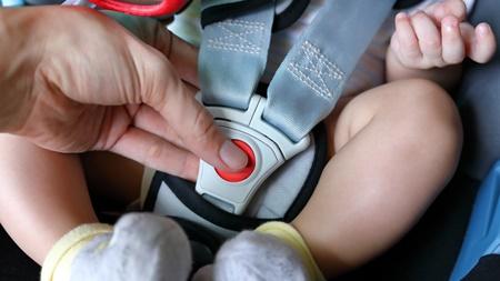 赤ちゃんを乗せる際は十分に注意する