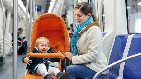 ベビーカーで電車やバスに乗るのは大丈夫なの?