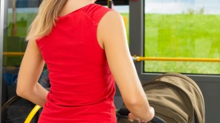 ベビーカーで電車やバスに乗る際の注意点