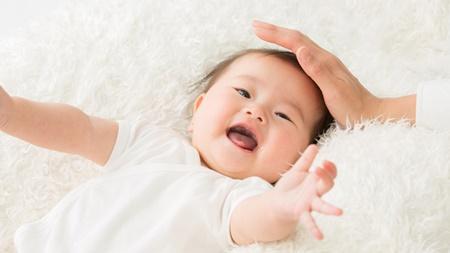 生後3、4ヶ月の赤ちゃんの微笑