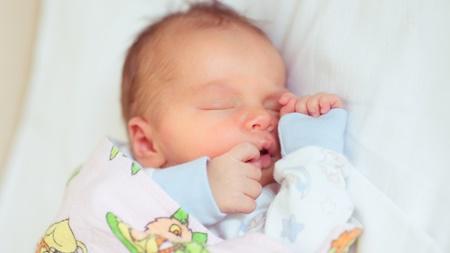 赤ちゃんの睡眠パターンの特徴とは?