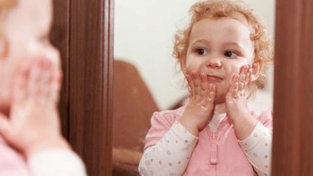 1歳10ヶ月 鏡遊び